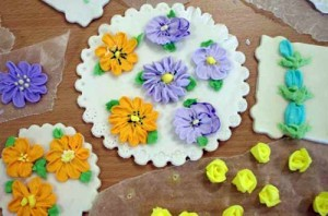 Royal icing piped flowers